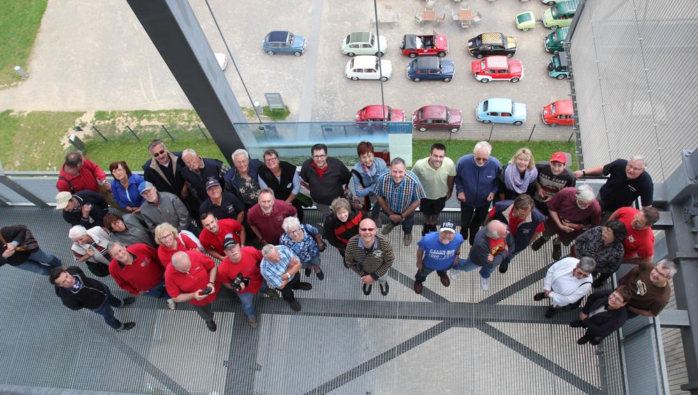 Fiat 600 Freunde genießen die Aussicht vom Großen Inden.