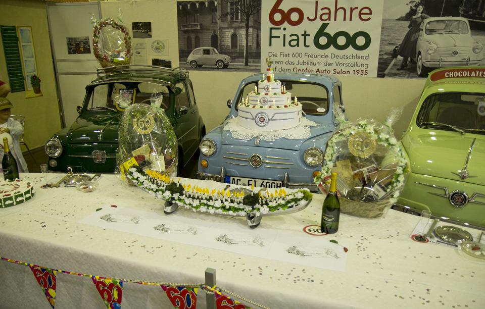 """Feiern das Jubiläum """"60 Jahre Fiat 600"""" auf der Techno Classica – zwei Fiat 600 und ein Siata Formichetta."""