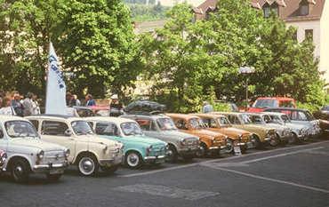 Aufgereiht zum Jahrestreffen in Büdesheim 2001.